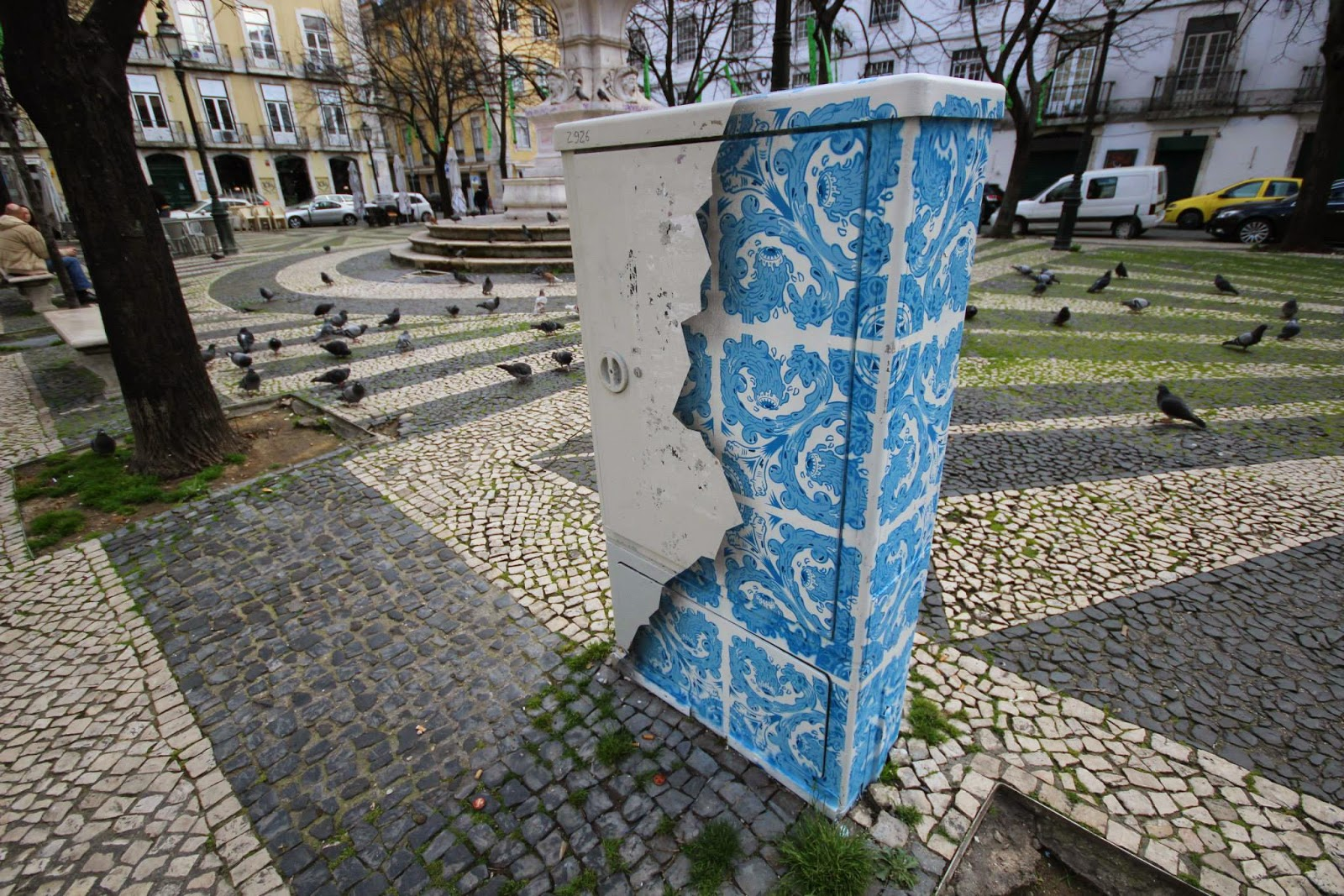 Portuguese artist Add Fuel recently took part in the Trampolins Gerador project organized by Mistaker Maker @ Largo de São Paulo in Lisbon.