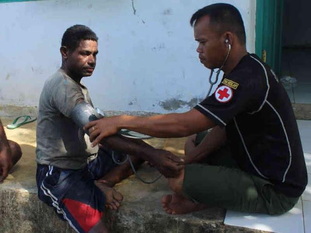 Satgas TMMD ke 104 Layani Pengobatan Gratis Masyarakat di Makmakerbo