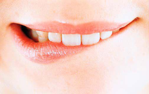 уход за губами, зима, осень, поцелуй, гигиеническая помада, мед, кофеин, табу, сухие губы, облизывать, обветривание, молоко, яркая помада, зимний уход, массаж губ