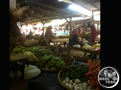 Harga bawang merah di Pasar Jumat, Pabuaran, Subang Rp. 35.000/kg
