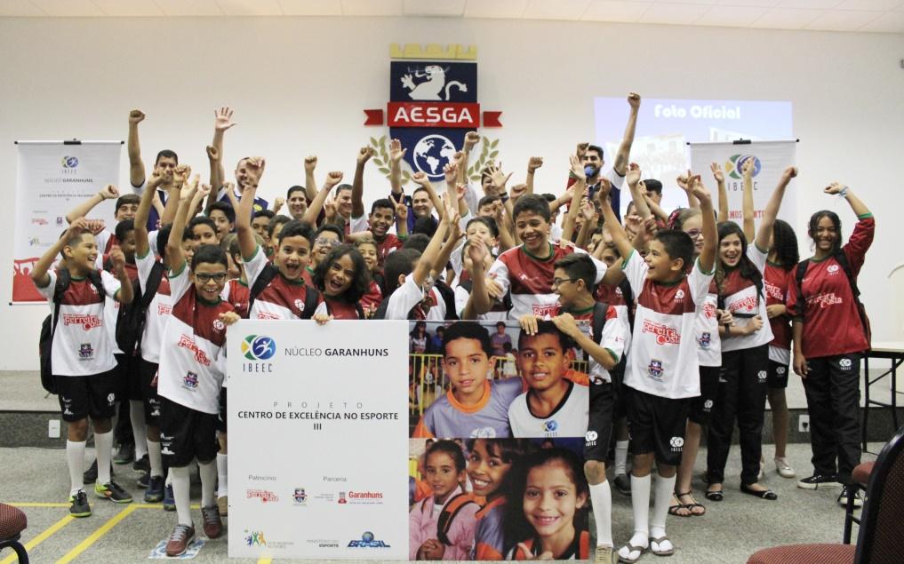 05185709a Novas crianças e adolescentes de Garanhuns terão a oportunidade de praticar  esportes gratuitamente. É que o projeto Centro de Excelência no Esporte III  está ...
