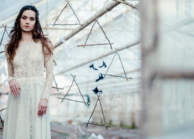 Koronkowa suknia ślubna z długim rękawem