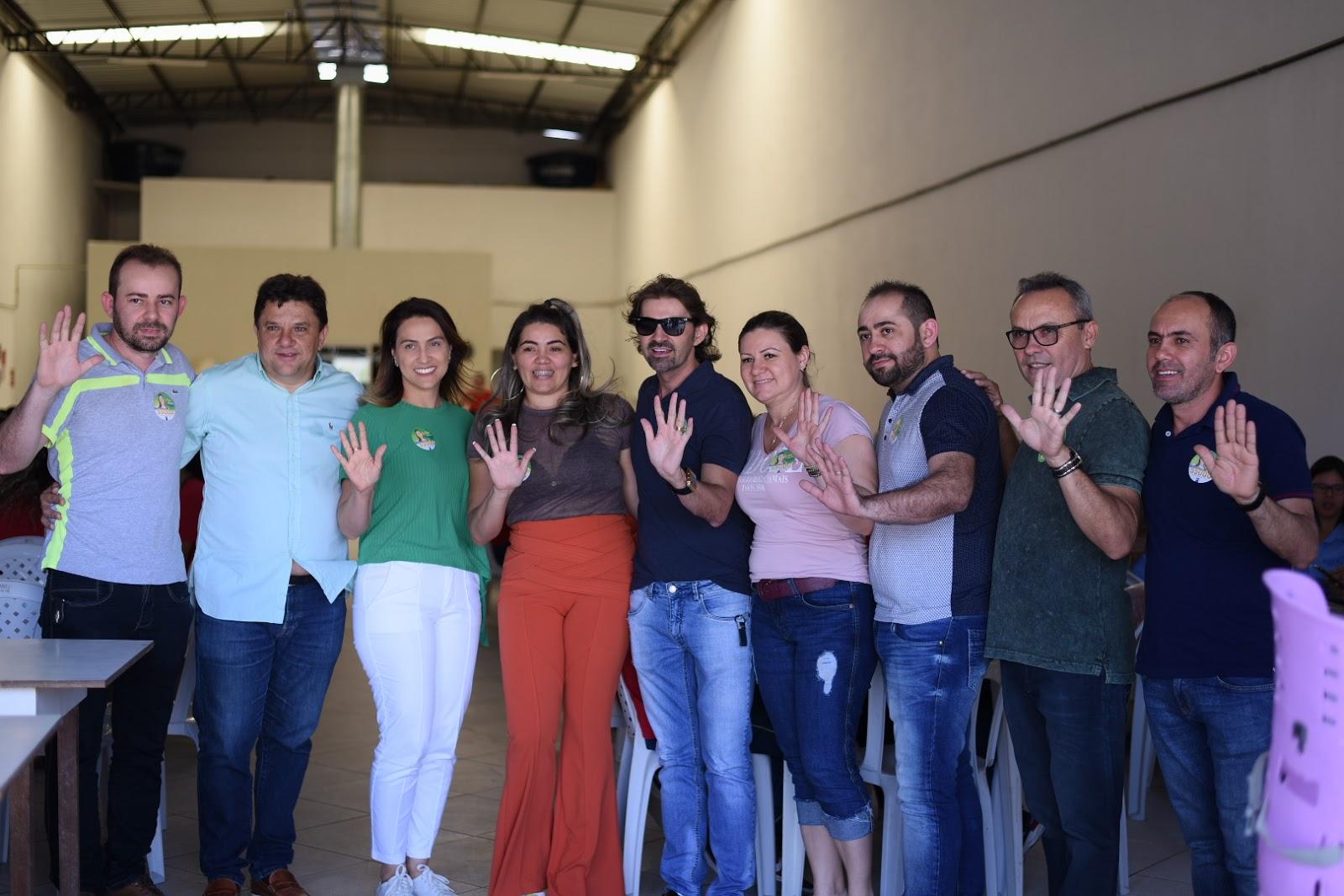 d38ed7f29 Erika participa de bate-papo com funcionários da Nayane Rodrigues