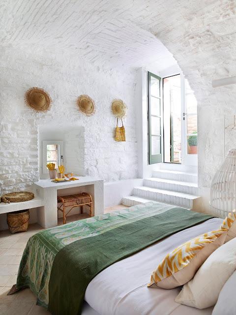 Una casa de piedra con interior impactante