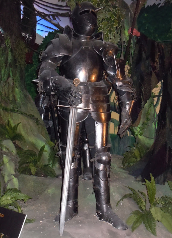 Excalibur King Arthur Black suit of armour