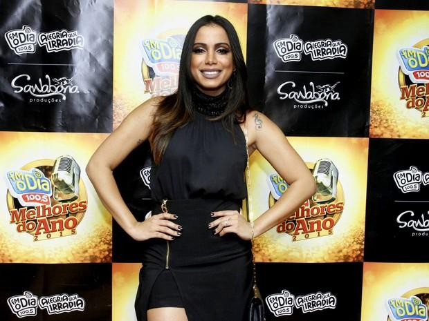 Cantora Anitta não está arrependida pelo preenchimento labial e participou de uma premiação musical