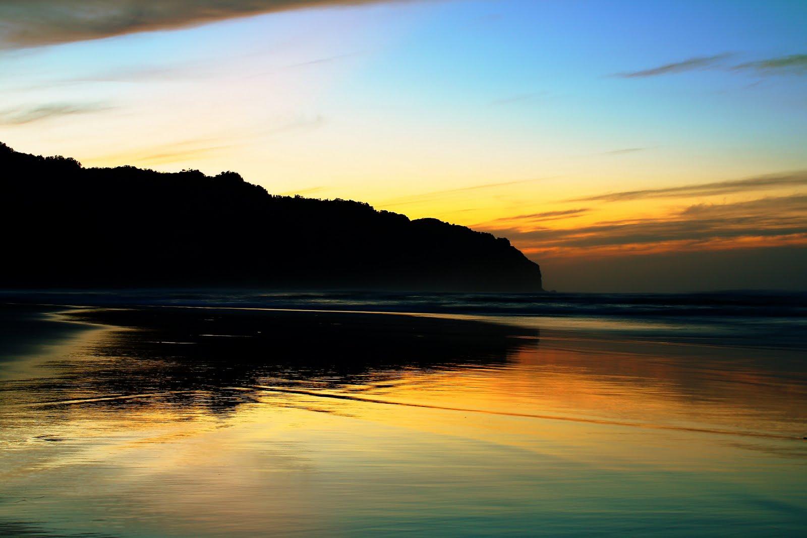 Pantai Parang Tritis Jogjakarta - Indonesian Beach