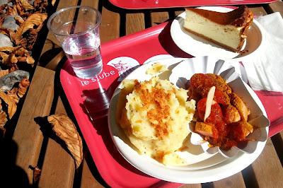 Le Chameau Bleu - Blog Gastronomie allemande Paris -  CurryWurst au restaurant Stube Paris