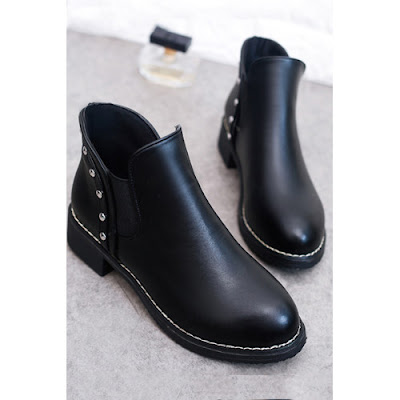 https://www.luvyle.com/rivet-plain-boots-low-heel-boots-p-47794.html