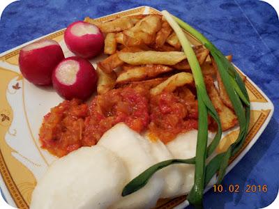cartofi prajiti facuti in casa, ustutori verde, zacusca si ridichi