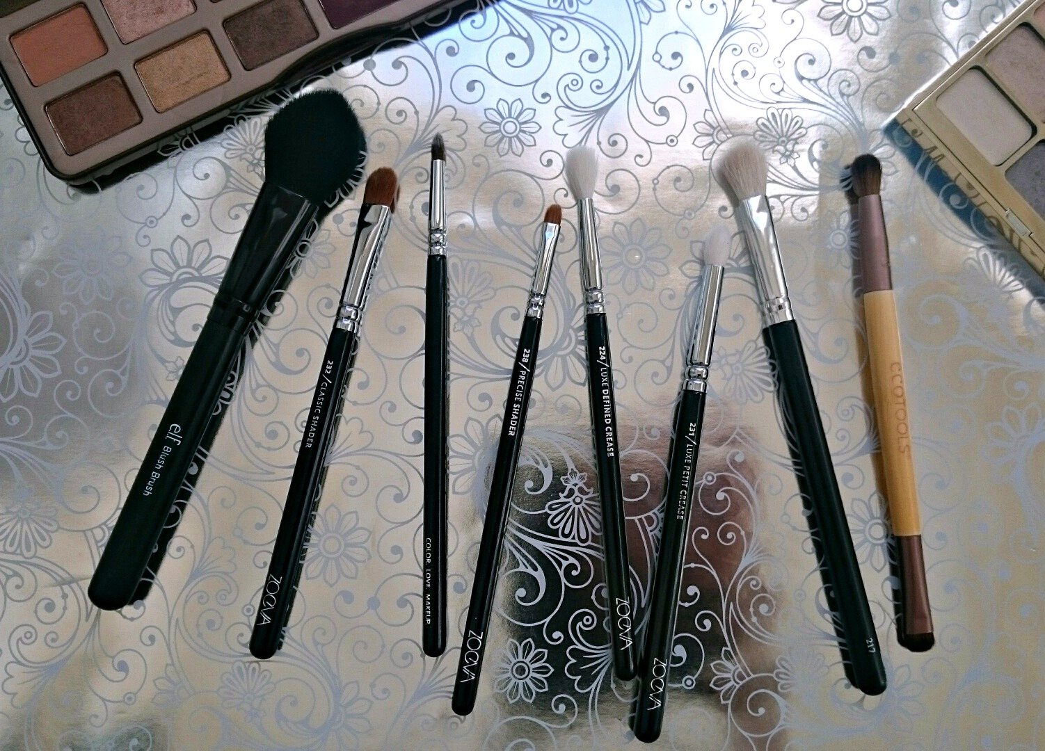 essential eye makeup brushes