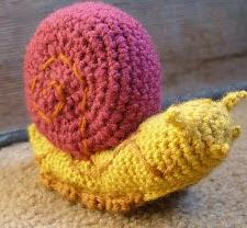 http://translate.google.es/translate?hl=es&sl=en&u=http://craftybirdblue.blogspot.com/2012/01/snail-amigarumi.html&prev=search