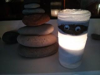 A dekoratív dísz világít a sütétben