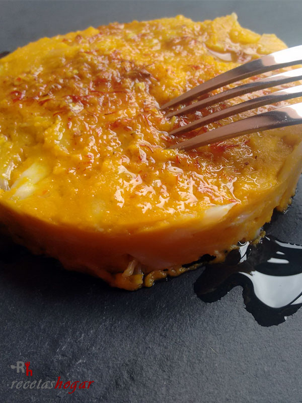 Timbal de bacalao y batata con mojo canario de azafrán