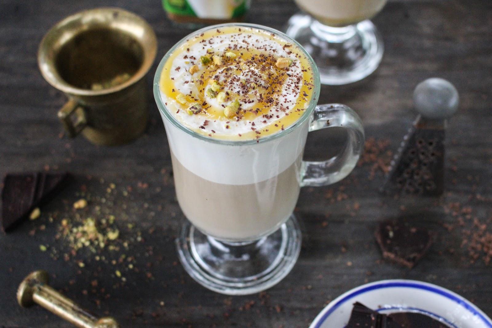 Kawa Inka z orzechami, karmelem i gorzką czekoladą.