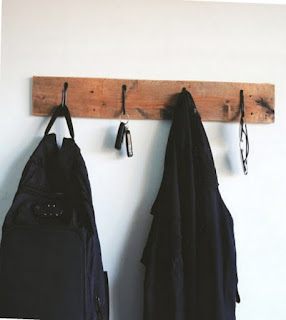 Wall hanger, manfaatkan ruang kosong di tembok Anda