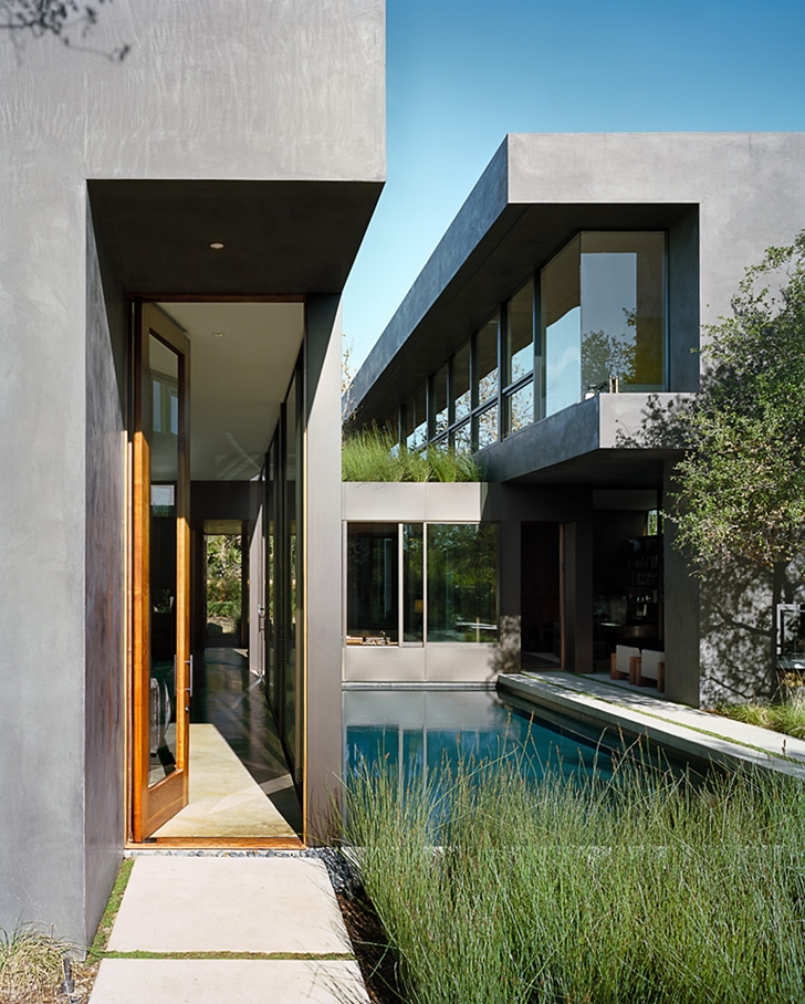 Entrance of Vienna Way Home by Marmol Radziner