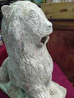 figura de leon en el desembalaje de cantabria en torrelavega