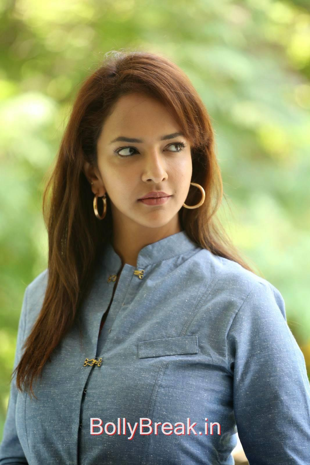 Manchu Lakshmi Photo Gallery, Manchu Lakshmi Latest hot Photo Gallery in HD