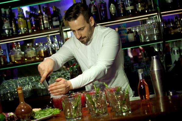 Chema Insausti, barman del Museo Chicote de Madrid
