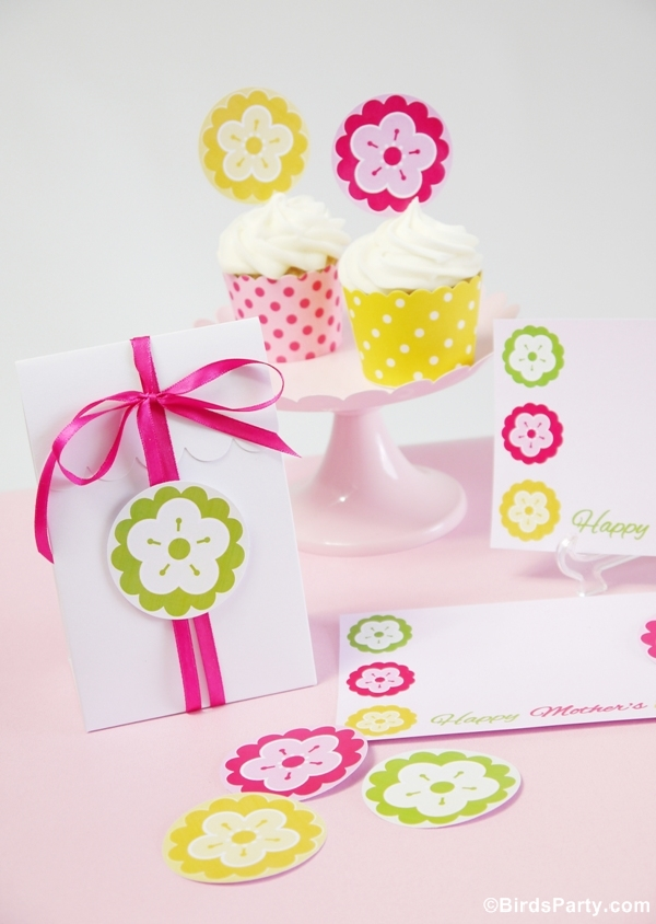 FREE Mother's Day Pink & Yellow Party Printables - via BirdsParty.com