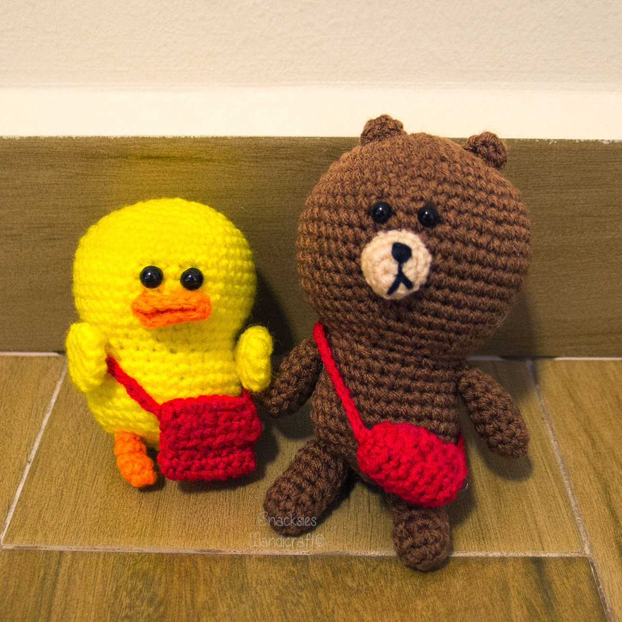 crocheted-line-sally-brown-with-bag-amigurumi