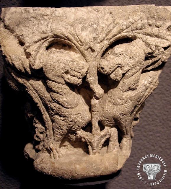 BORDEAUX (33) - Musée d'Aquitaine : Chapiteaux romans de la cathédrale