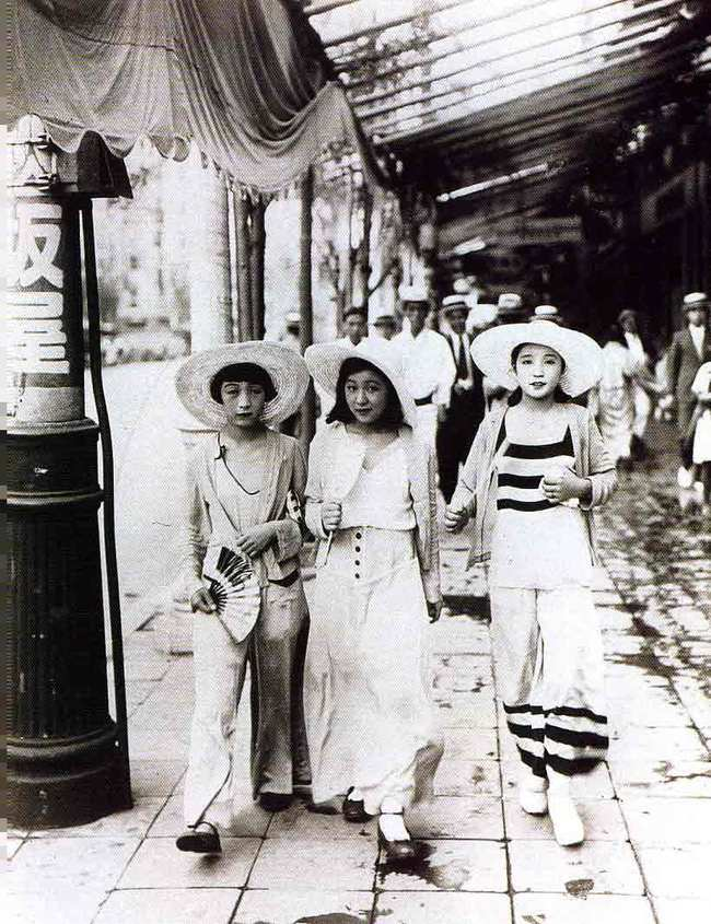 Three Moga Modern Girls In Kageyama Koyo Japan 1928