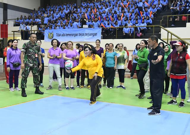 Peringati HUT Ke-55, Dharma Pertiwi Gelar Pertandingan Bola Voli di Mabes TNI
