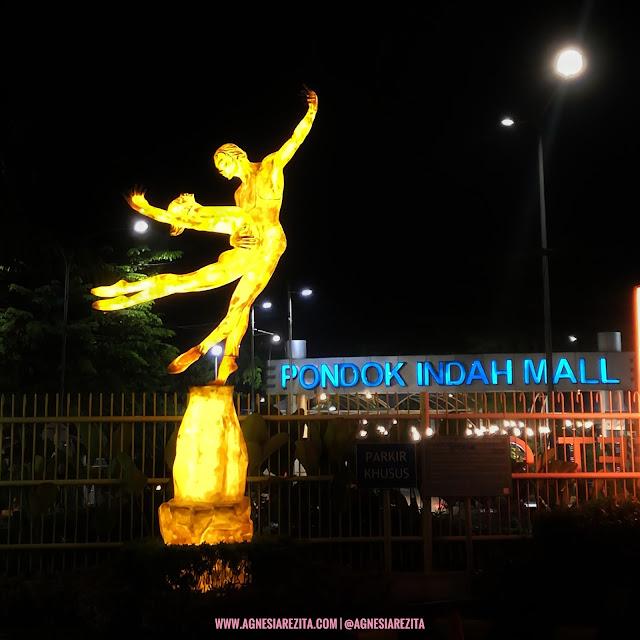 Patung di Pondok Indah Mall Jakarta