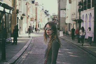Jeune femme sans voile