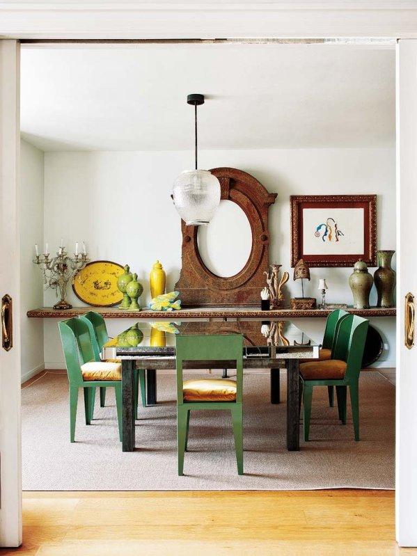 mesa vintage con sillas verdes y aparador antiguo chicanddeco