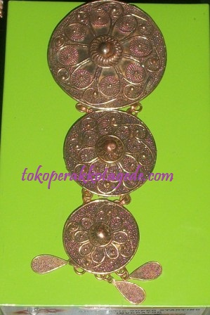 copper brooch handmade filigree finishing natural
