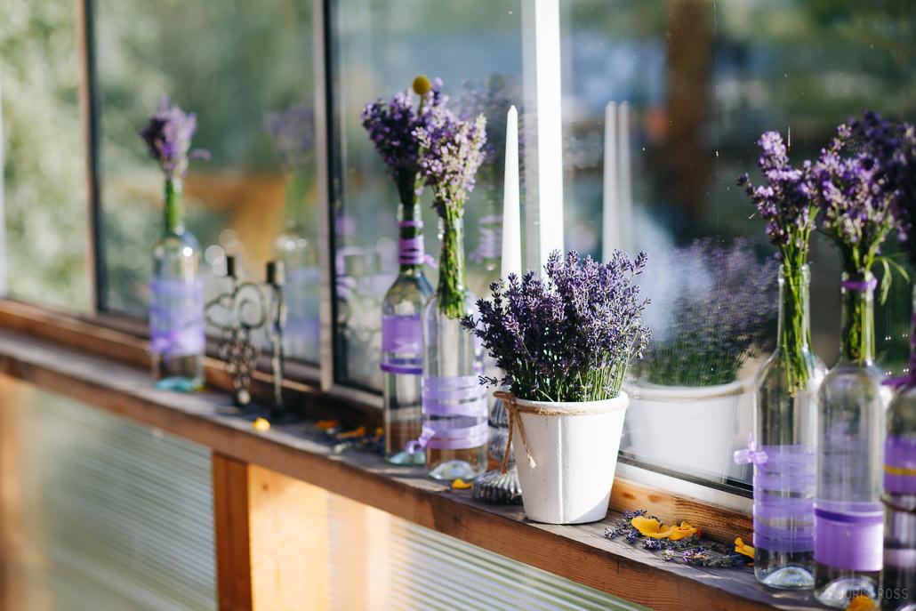 lavandas kāzu dekorācijās