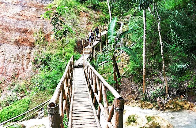 Jalan menuju Air Terjun Kembang Soka Kulon progo