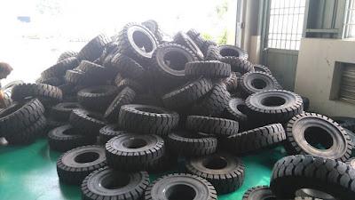 Bánh đặc xe nâng hàng Dunlop