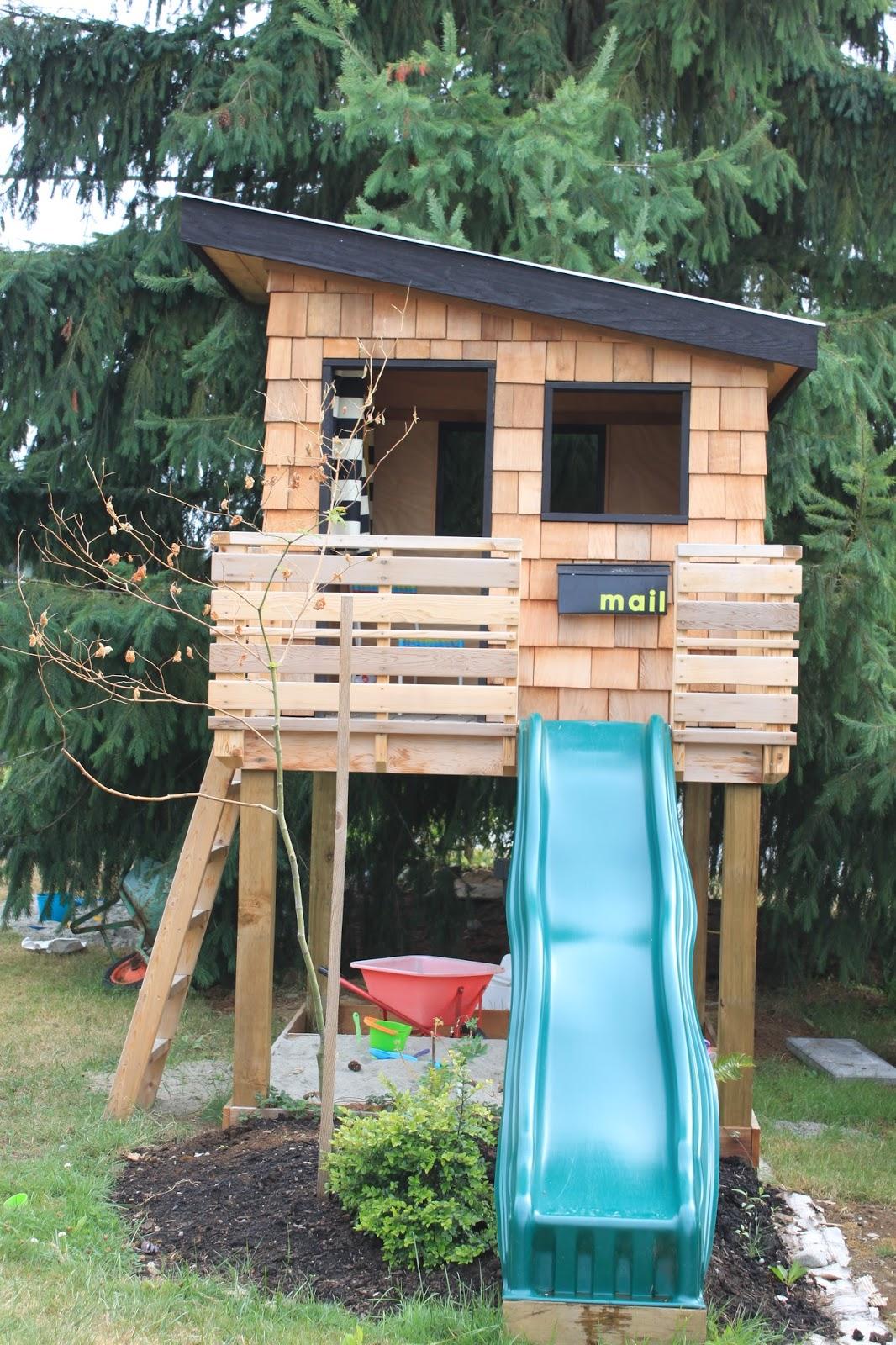 dirt digging sisters diy modern playhouse. Black Bedroom Furniture Sets. Home Design Ideas