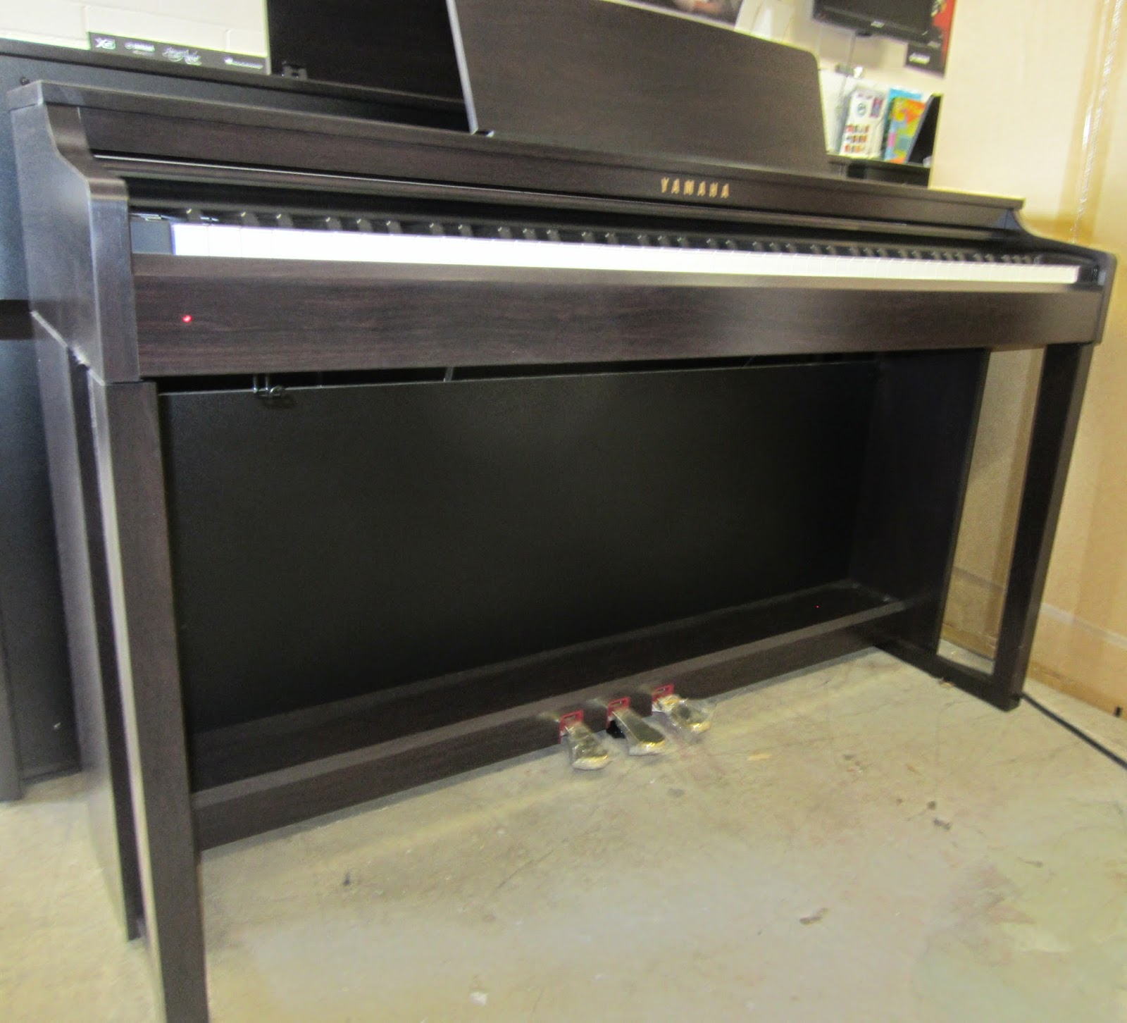 Yamaha CLP525 digital piano