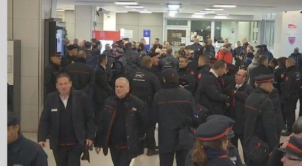VIDEO - Gare du Nord: 350 contrôleurs mobilisés pour une vaste opération anti-fraude