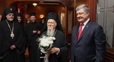 Порошенко подписал с Варфоломеем соглашение о сотрудничестве