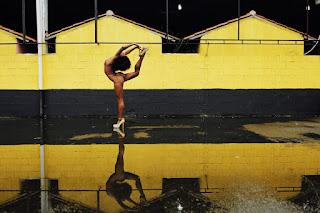 Diretora da ala de passista da São Clemente mistura balé com atletismo ao sambar: 'Postura mais classuda'