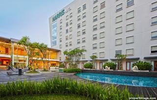 HARRIS-Hotel-Pool-at-HARRIS-Sentul-City-Bogor-1