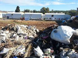 Σκουπίδια πάνε κι έρχονται δίπλα σε καταυλισμό προσφύγων (φωτογραφίες & βίντεο)
