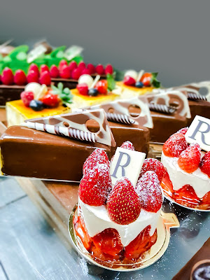 CAKES AND BAKES STRAIGHT TO YOUR HEART AT DELICORNER, RENAISSANCE KUALA LUMPUR HOTEL