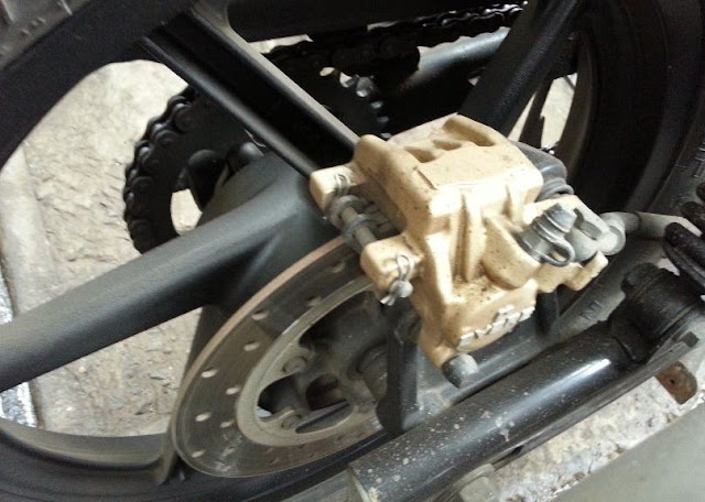 Bajaj Pulsar 220 F bike rear brakes