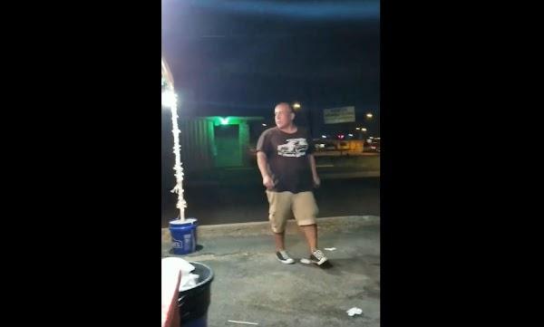 Estadounidense ofende a mexicanos y lo golpean (VIDEO)