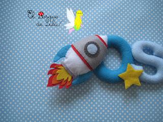 nombre-fieltro-Oscar-alien-astronauta-elbosquedelulu-decoración-infantil-regalo-personalizado-fieltro-felt-feltro-namebanner-hechoamanoparati