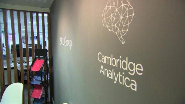 Cambridge Analytica anuncia el cese de todas sus operaciones