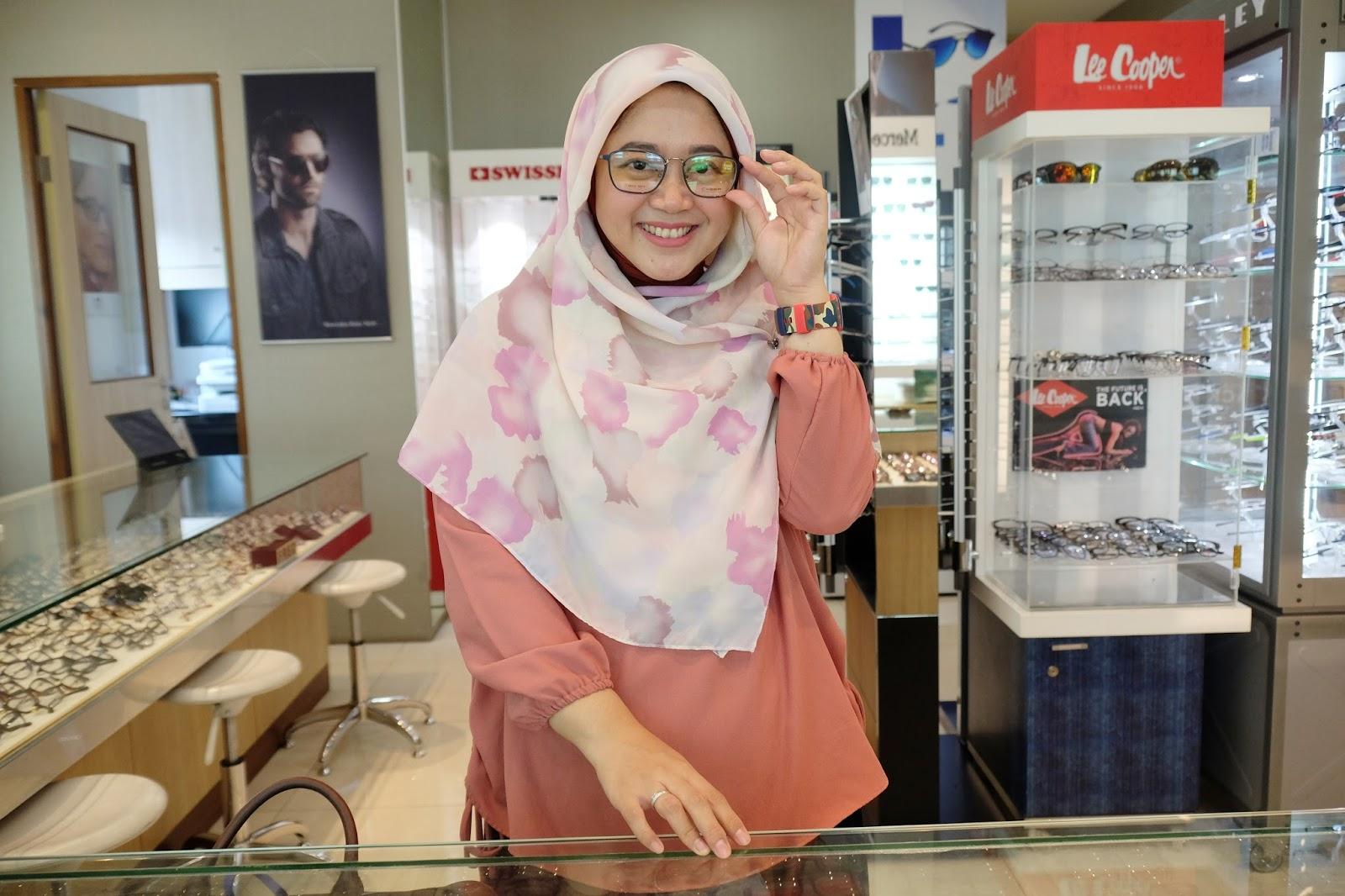 Tips Memilih Kacamata Sesuai Kebutuhan - Lisna Dwi - a working mom ... fc385b113e