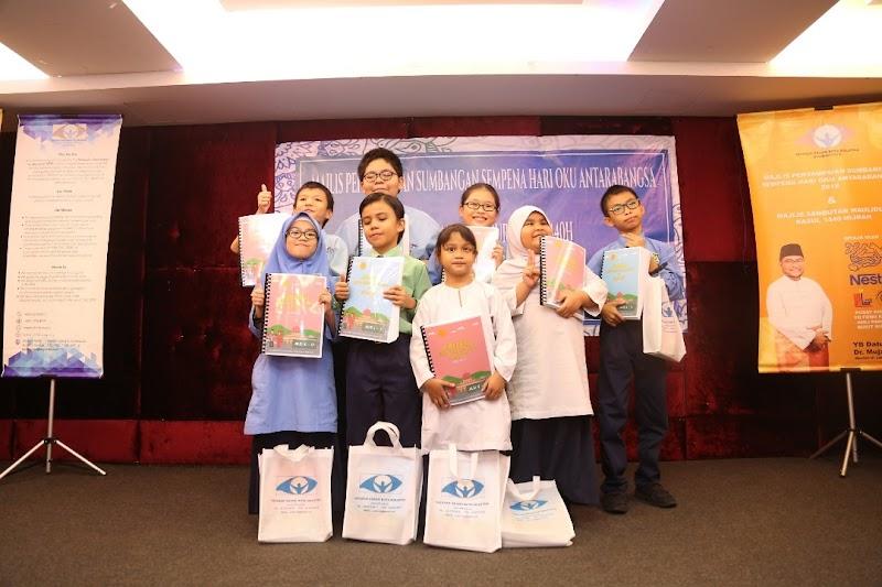 Nestlé Sokong Kecelikan Braille Sumbang RM45,000 kepada Masyarakat Cacat Penglihatan